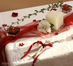 Výzdoba svatební tabule pro 40 hostů, bordó