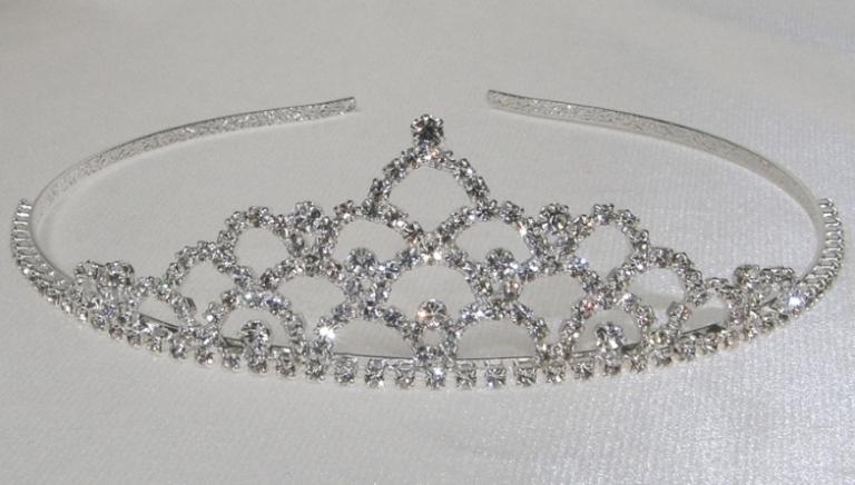 Svatební korunka pro princeznu. Elegantní svatební korunka do vlasů se třpytivými  kamínky. bf949d6a02